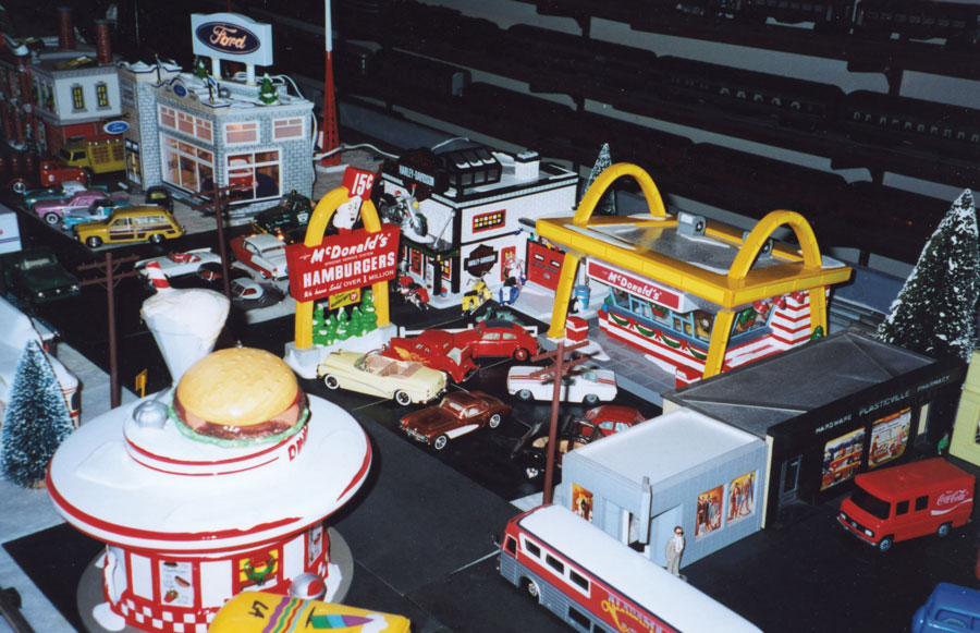 Toy mcdonalds restaraunts used in toy train sets