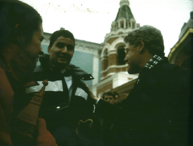 David Zapata meeting Bill Clinton in Russia during his senior year at Gettysburg College