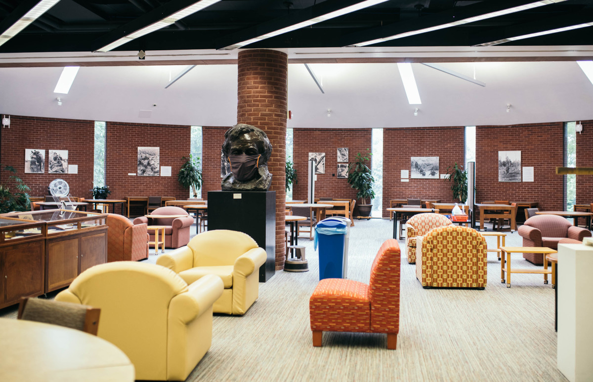Musselman Library's lower floor sitting area
