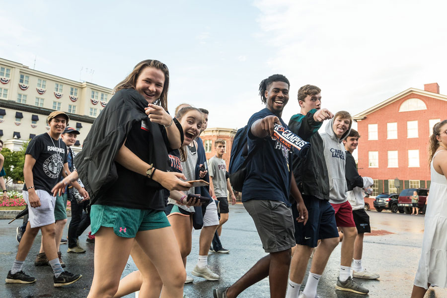 Students wallking through the square of Gettysburg in the First Year Walk