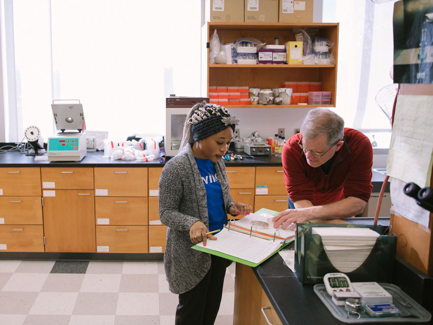 Rouwaida working with Prof. Steve James in the lab